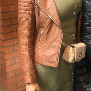Long sleeve green body-con dress